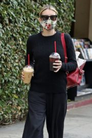 Emma Roberts Out for Coffee in Los Angeles 2020/06/05 1