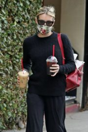 Emma Roberts Out for Coffee in Los Angeles 2020/06/05 3
