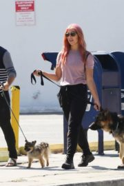 Emma Slater Out with Her Dogs in Los Angeles 2020/06/14 3