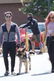 Emma Slater Out with Her Dogs in Los Angeles 2020/06/14 5