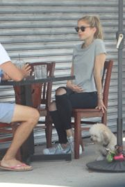 Erin Moriarty Out for Lunch in Hollywood 2020/06/14 3