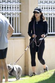 Eva Longoria Out with Her Dog in Beverly Hills 2020/06/08 2