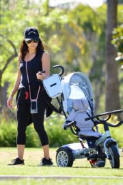 Eva Longoria Out with Her Dog in Beverly Hills 2020/06/08 4