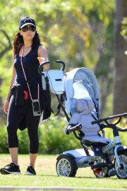 Eva Longoria Out with Her Dog in Beverly Hills 2020/06/08 5