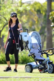 Eva Longoria Out with Her Dog in Beverly Hills 2020/06/08 6