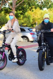 Hailey Bieber and Justin Bieber Out Riding Electric Bikes in Los Angeles 2020/06/14 6