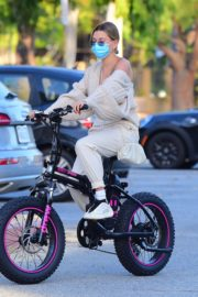 Hailey Bieber and Justin Bieber Out Riding Electric Bikes in Los Angeles 2020/06/14 11