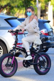 Hailey Bieber and Justin Bieber Out Riding Electric Bikes in Los Angeles 2020/06/14 12