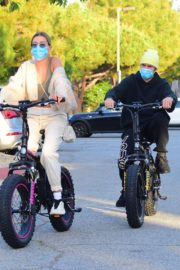 Hailey Bieber and Justin Bieber Out Riding Electric Bikes in Los Angeles 2020/06/14 14