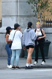Halsey Out to Protest with Friends in Los Angeles 2020/06/04 1
