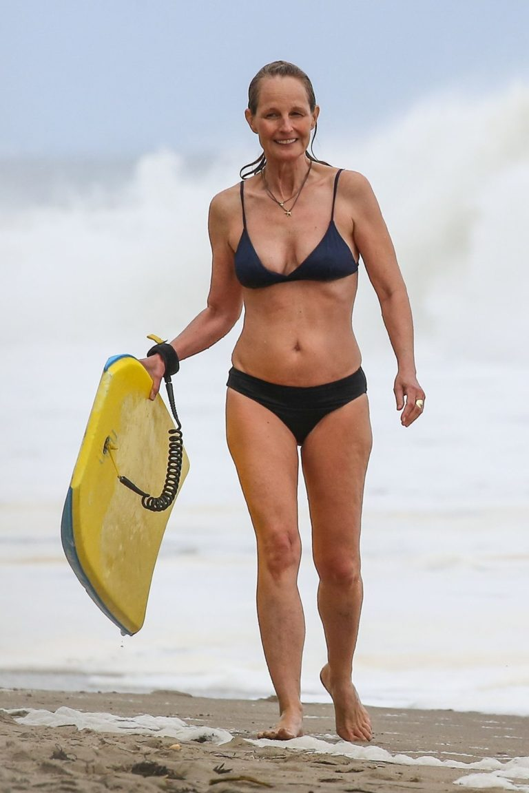 Helen Hunt in Bikini at a Beach in Malibu 2020/06/07 1