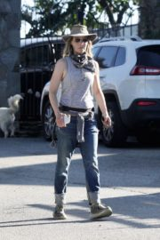 Helen Hunt Out and About in Brentwood 2020/06/12 2