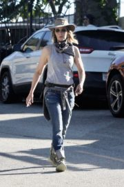 Helen Hunt Out and About in Brentwood 2020/06/12 3
