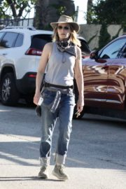 Helen Hunt Out and About in Brentwood 2020/06/12 6