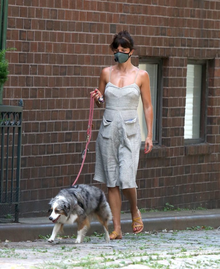 Helena Christensen Out with Her Dog in New York 2020/06/14 5