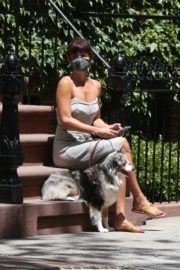 Helena Christensen Out with Her Dog in New York 2020/06/14 7