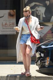 Hilary Duff Out and About in Los Angeles 2020/06/03 9