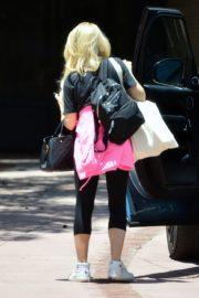 Holly Madison Out in West Hollywood 2020/06/15 3