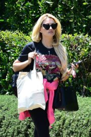 Holly Madison Out in West Hollywood 2020/06/15 5