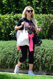 Holly Madison Out in West Hollywood 2020/06/15 7