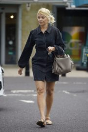 Holly Willoughby Out Shopping at Marks & Spencer in London 2020/06/19 1