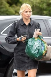 Holly Willoughby Shopping at Marks & Spencer in London 2020/06/19 6