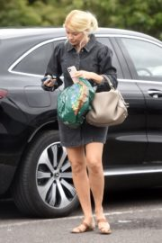 Holly Willoughby Shopping at Marks & Spencer in London 2020/06/19 7