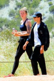 Ireland Baldwin Out Hiking in Los Angeles 2020/06/09 8