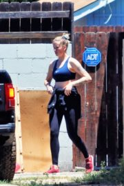 Ireland Baldwin Out Hiking in Los Angeles 2020/06/09 11