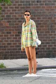 Irina Shayk Out in Checked Multicolor Shirt in New York 2020/06/03 1