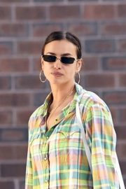 Irina Shayk Out in Checked Multicolor Shirt in New York 2020/06/03 3