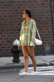 Irina Shayk Out in Checked Multicolor Shirt in New York 2020/06/03 4