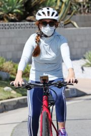 Isla Fisher Out Riding a Bike in Los Angeles 2020/06/13 10