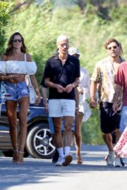 Izabel Goulart Out with Friends in Saint-Tropez 2020/06/08 1