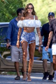 Izabel Goulart Out with Friends in Saint-Tropez 2020/06/08 7