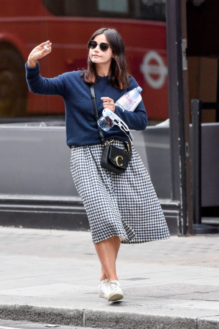 Jenna-Louise Coleman Out and About in London 2020/06/04 4