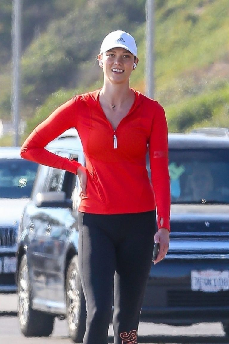 Karlie Kloss Out Hiking at a Beach in Malibu 2020/06/12 11