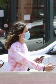 Katharine McPhee Picking Up Takeout in Beverly Hills 2020/06/21 4