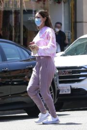 Katharine McPhee Picking Up Takeout in Beverly Hills 2020/06/21 9