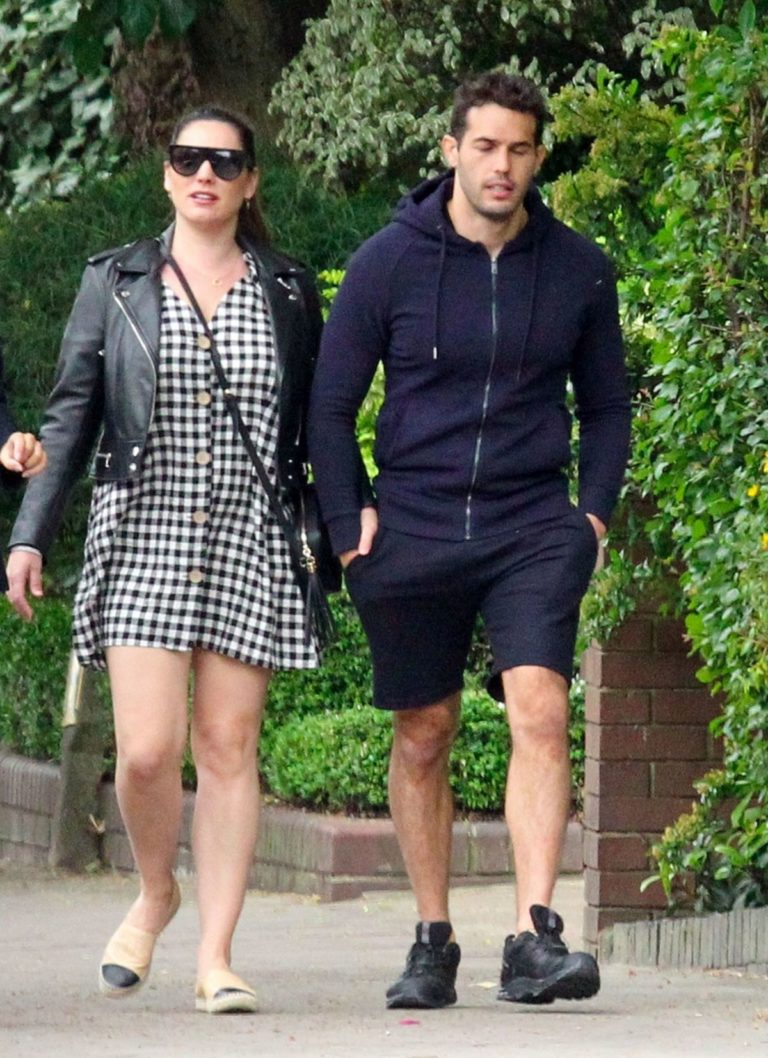 Kelly Brook and Jeremy Parisi Out and About in London 2020/06/04 3