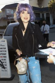 Kelly Osbourne Arrives at Craig's Restaurant in West Hollywood 2020/06/08 3