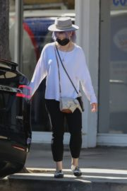 Kelly Osbourne at Healthy Spot Pet Supply Store in Los Angeles 2020/06/10 9