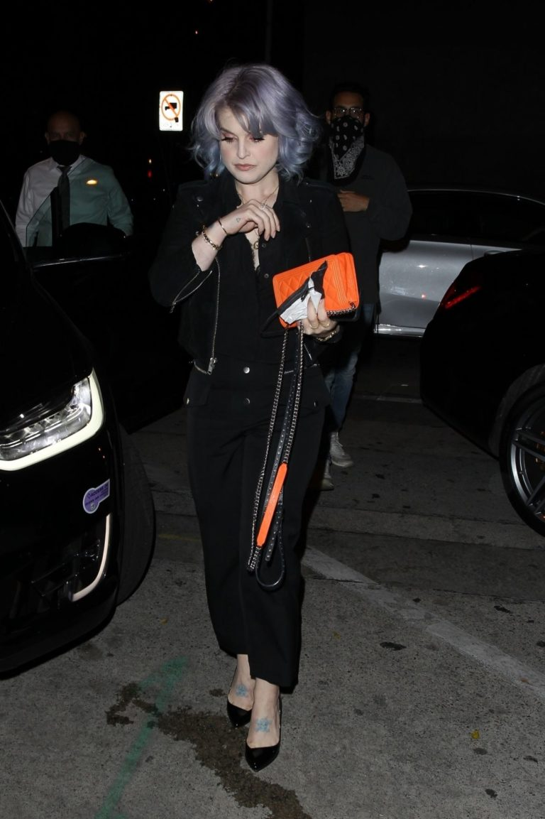 Kelly Osbourne Out for Dinner at Craig's in West Hollywood 2020/06/19 7