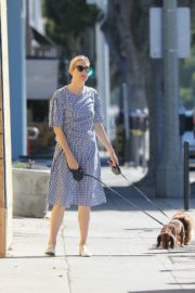 Kelly Rutherford Out with Her Dogs in Santa Monica 2020/06/10 2