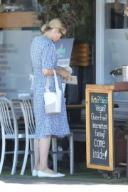 Kelly Rutherford Out with Her Dogs in Santa Monica 2020/06/10 3