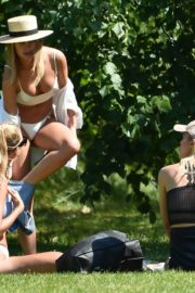 Kimberley Garner with Friends at Hyde Park in London 2020/06/06 13