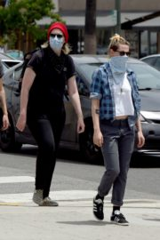 Kristen Stewart goes to Join Black Lives Matter Protest in Hollywood 2020/06/02 2
