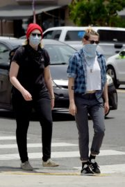 Kristen Stewart goes to Join Black Lives Matter Protest in Hollywood 2020/06/02 4