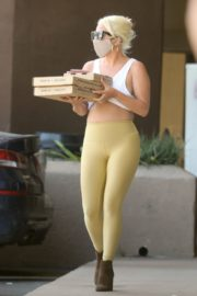 Lady Gaga in Tights Picking Up Food in Malibu 2020/06/14 16