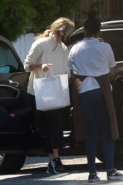 Laura Dern Getting Food Out in Brentwood 2020/05/30 3